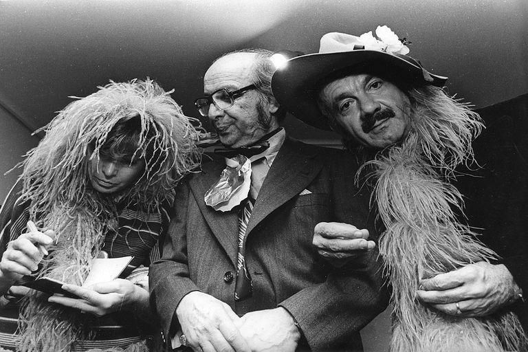 Laura Escalada, Berni y Piazzolla en el cumpleaños 71 del pintor en Buenos Aires, octubre de 1976