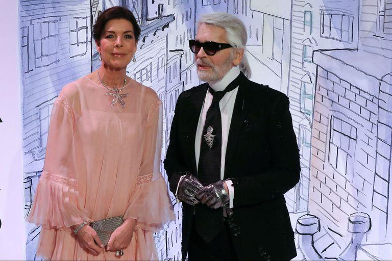 Carolina de Mónaco junto a Karl Lagerfeld, el encargado de ambientar el lugar