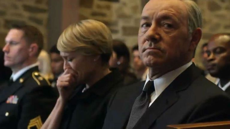 Claire y un llanto que Francis no duda en utilizar políticamente