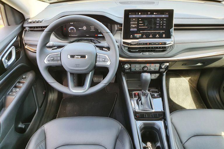"""Interior renovado y con una pantalla ahora de 10"""" para este Jeep Compass 2021"""