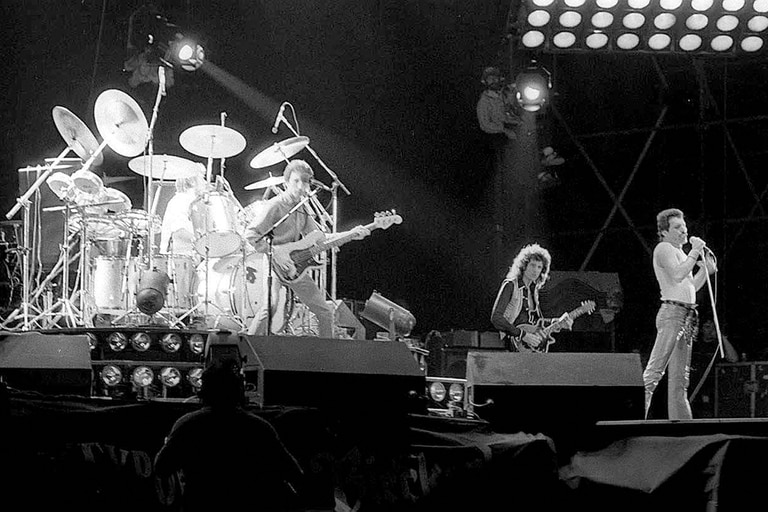 Freddie Mercury y Brian May, en Vélez; el escenario tardó 20 días en armarse