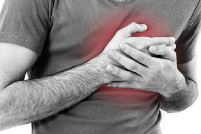 El dolor de pecho puede ser síntoma de ataque cardíaco