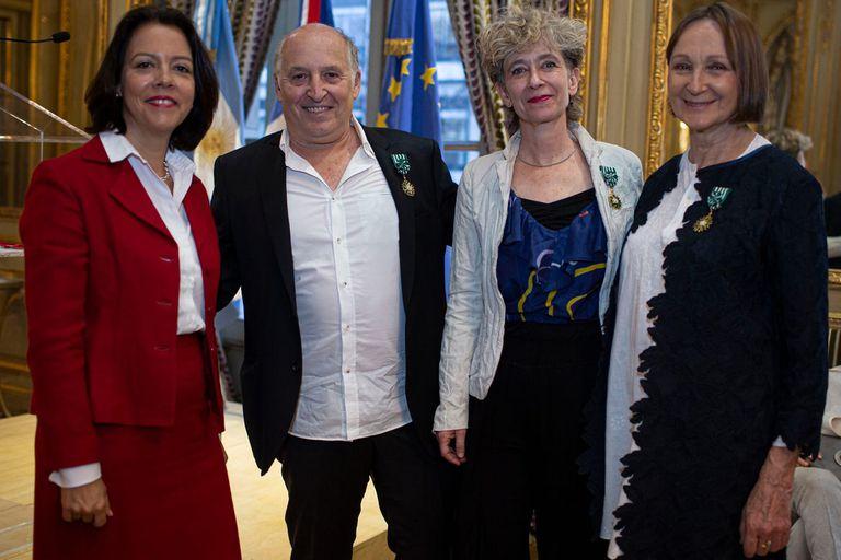 Teresa Anchorena, Silvia Hopenhayn y Martín Bauer fueron condecorados en la embajada de Francia