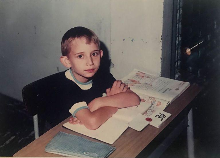 A los 10 años empezó a estudiar con un profesor, el Mago Charly, y desde ahí no paró. Ahora encabeza un show en el Circo Luxor.