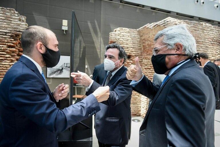 El ministro Guzmán, cruzando saludos con empresarios tras los encuentros de la semana anterior