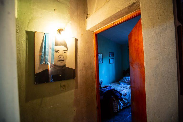 Las fotos de Luis pueden verse colgadas en toda la casa