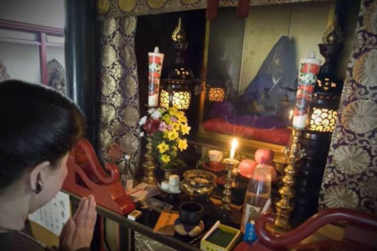 Los monjes que alcanzaron el sokushinbutsu son venerados en templos budistas, especialmente en la región de las tres montañas de Dewa Sanzan, en la prefectura de Yamagata, en Japón