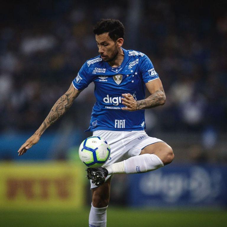 El argentino Ariel Cabral, ex Vélez, juega en el equipo de Belo Horizonte.