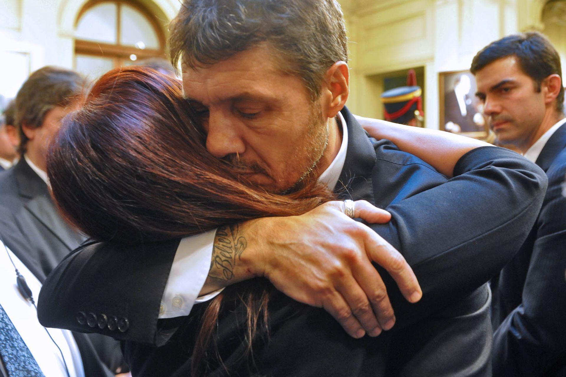 Marcelo Tinelli consuela a Cristina Kirchner