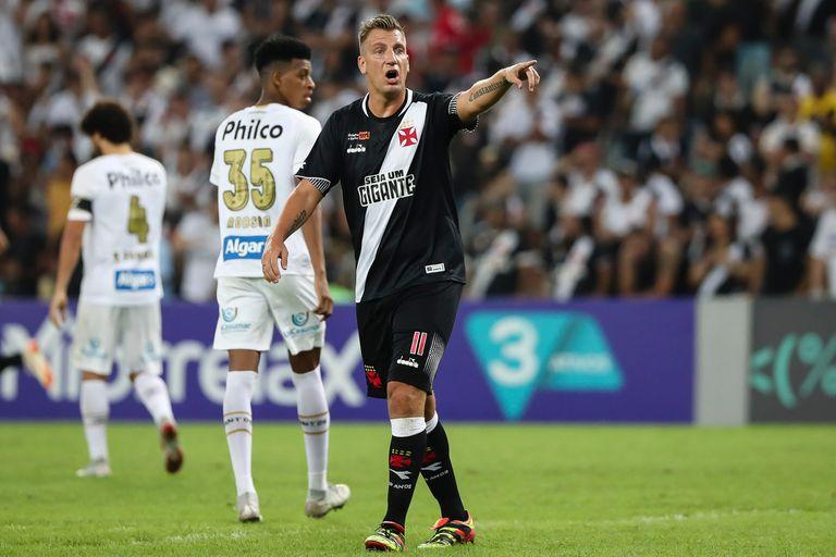 Maxi López. Otra vez involucrado en un acto de racismo en el fútbol de Brasil
