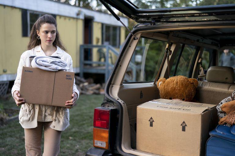 La actriz Margaret Qualley en Las cosas por limpiar, la miniserie de Netflix que se posicionó entre lo más visto en la plataforma en Argentina