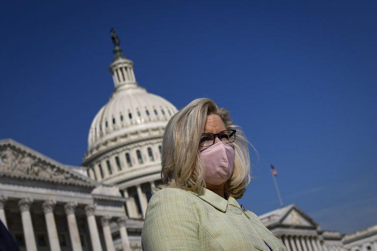 Liz Cheney, frente al Capitolio, en Washington