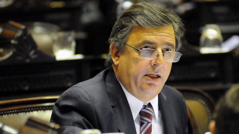 Enojados con Negri, los gobernadores radicales proponen a Cano