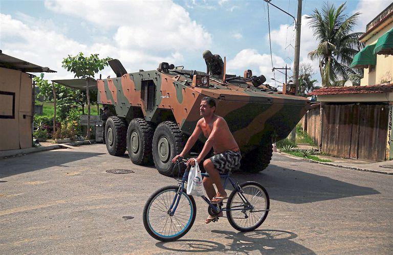 En las favelas de Río crece la desconfianza por el plan contra la violencia