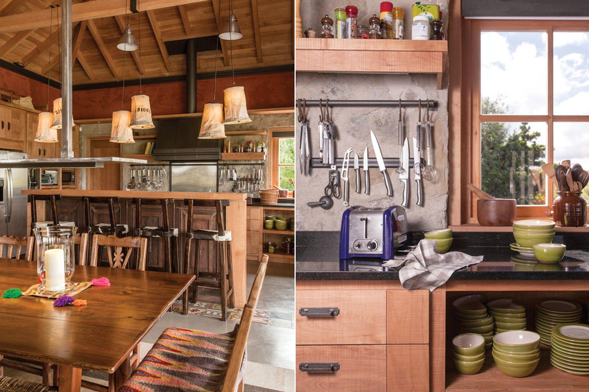 La cocina está en el punto opuesto al living. En medio está el comedor, y las tres zonas conforman un solo ambiente. La cocina se proyectó teniendo en cuenta su practicidad.