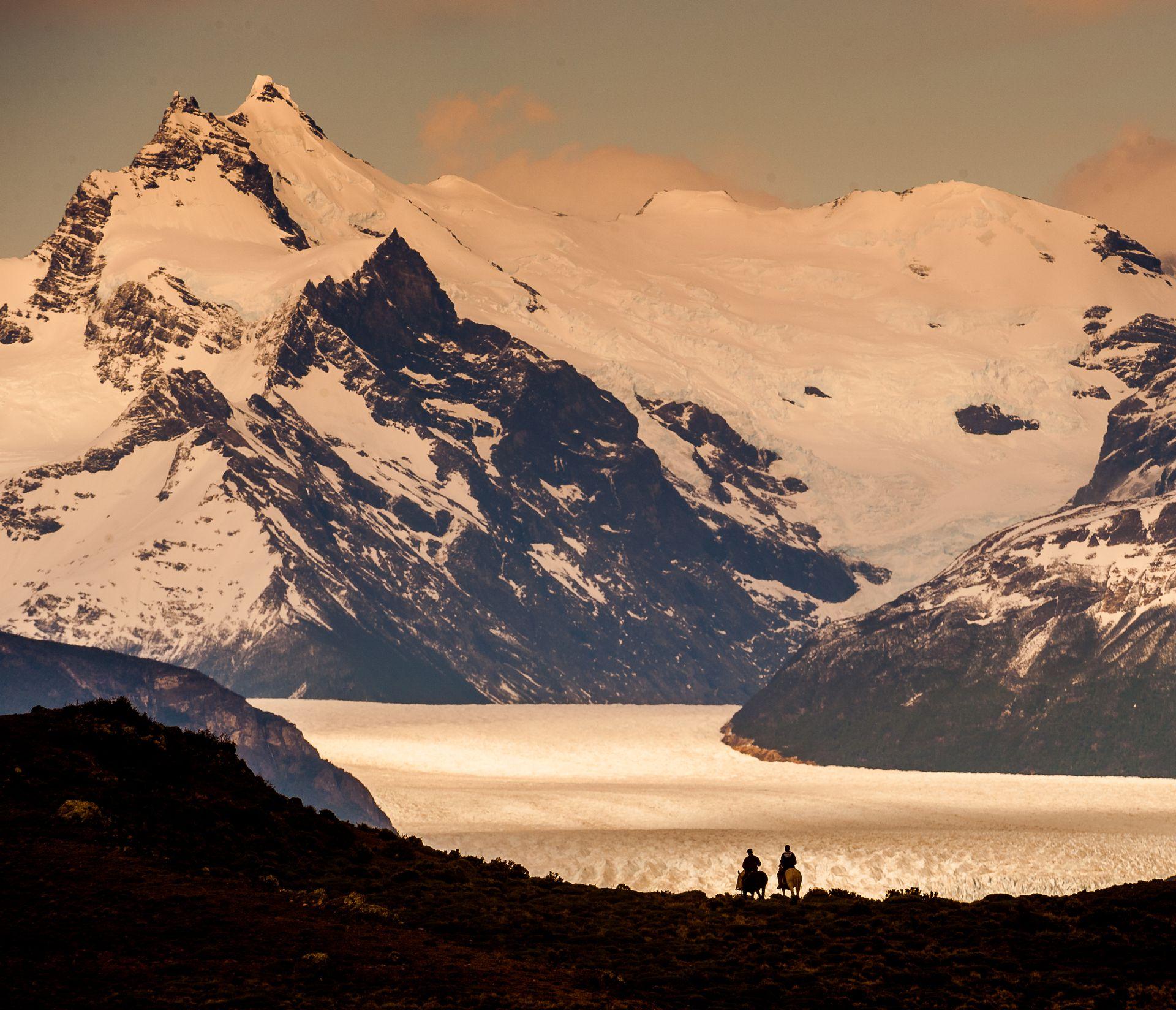 La imponencia de las montañas. Imperdibles cabalgatas en el Glaciar Perito Moreno, en Santa Cruz