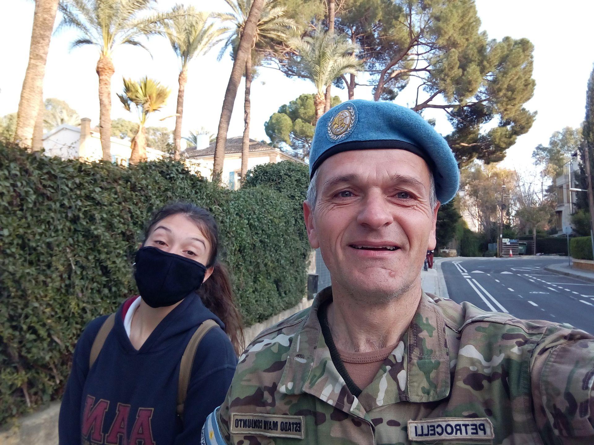 Petrocelli viajó con su mujer y su hija de 15 años, quien cursó el secundario en una escuela bilingüe de Chipre