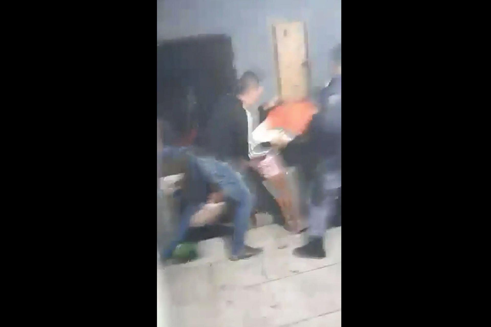 Imagen de video de la brutal agresión de la policía a integrantes de la comunidad qom en el Chaco