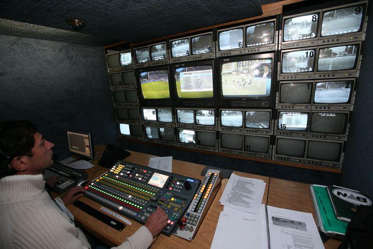 En el gobierno conceden que no avanzarán para tener partidos en la TV Pública hasta que no se defina el conflicto entre privados por el fútbol premium.