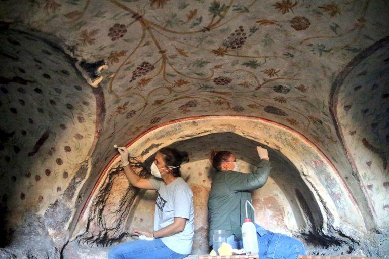 Descubren en una montaña un cementerio de 1800 años repleto de tesoros y obras de arte