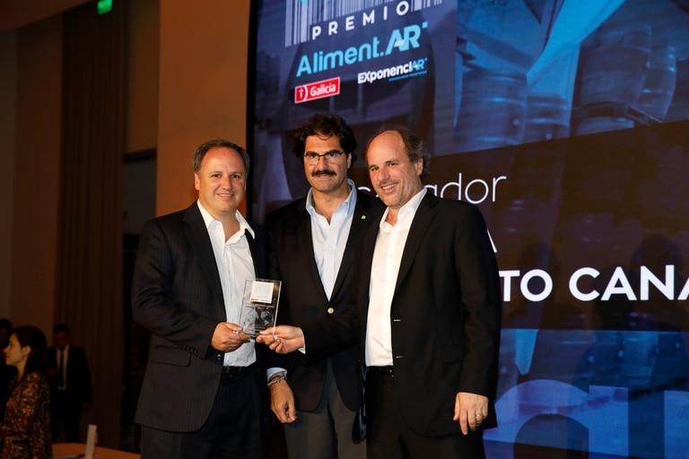 Premio a la excelencia agroexportadora, en categoria Bebidas para Humberto Canale, Germán y Guilermo Barzi