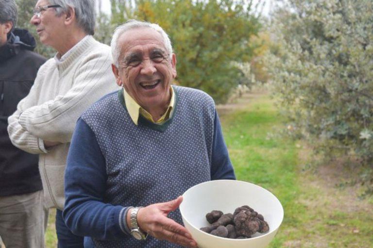 El productor Humberto Castro, productor de trufas. Está expandiendo la producción de trufas en Choele Choel