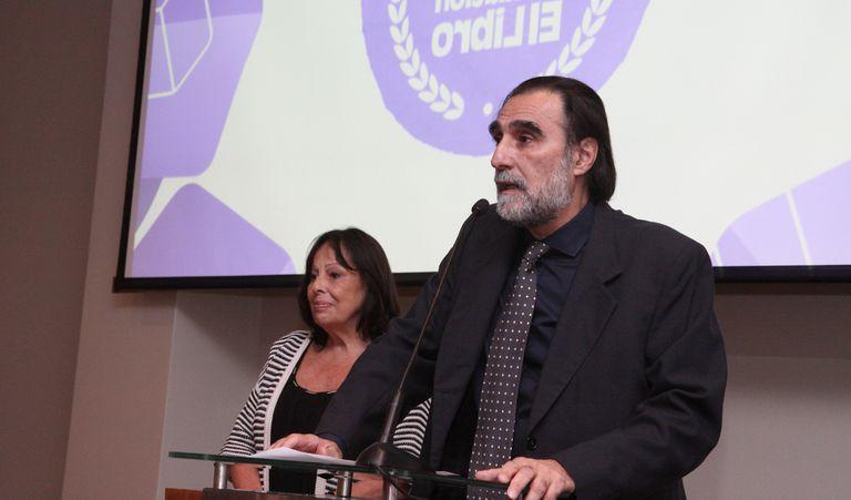 Oche Califa deja la dirección de la Feria del Libro de Buenos Aires