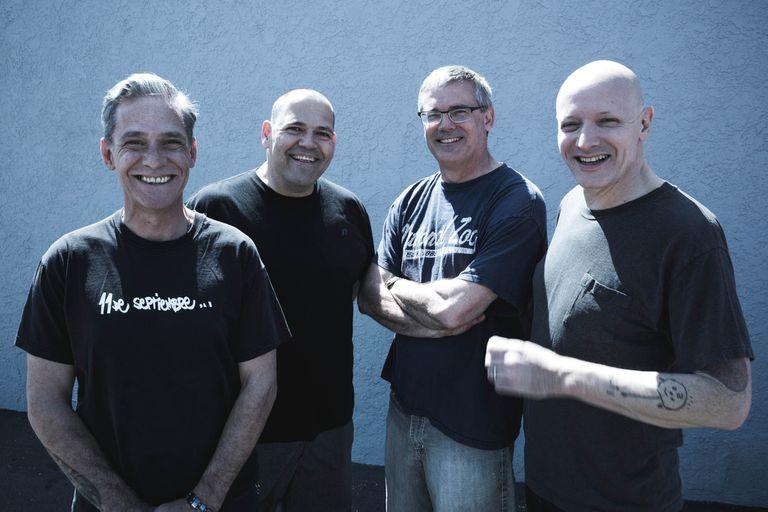 Karl Alvarez, Bill Stevenson, Milo Aukerman y Stephen Egerton, la formación actual y sorprendentemente activa.