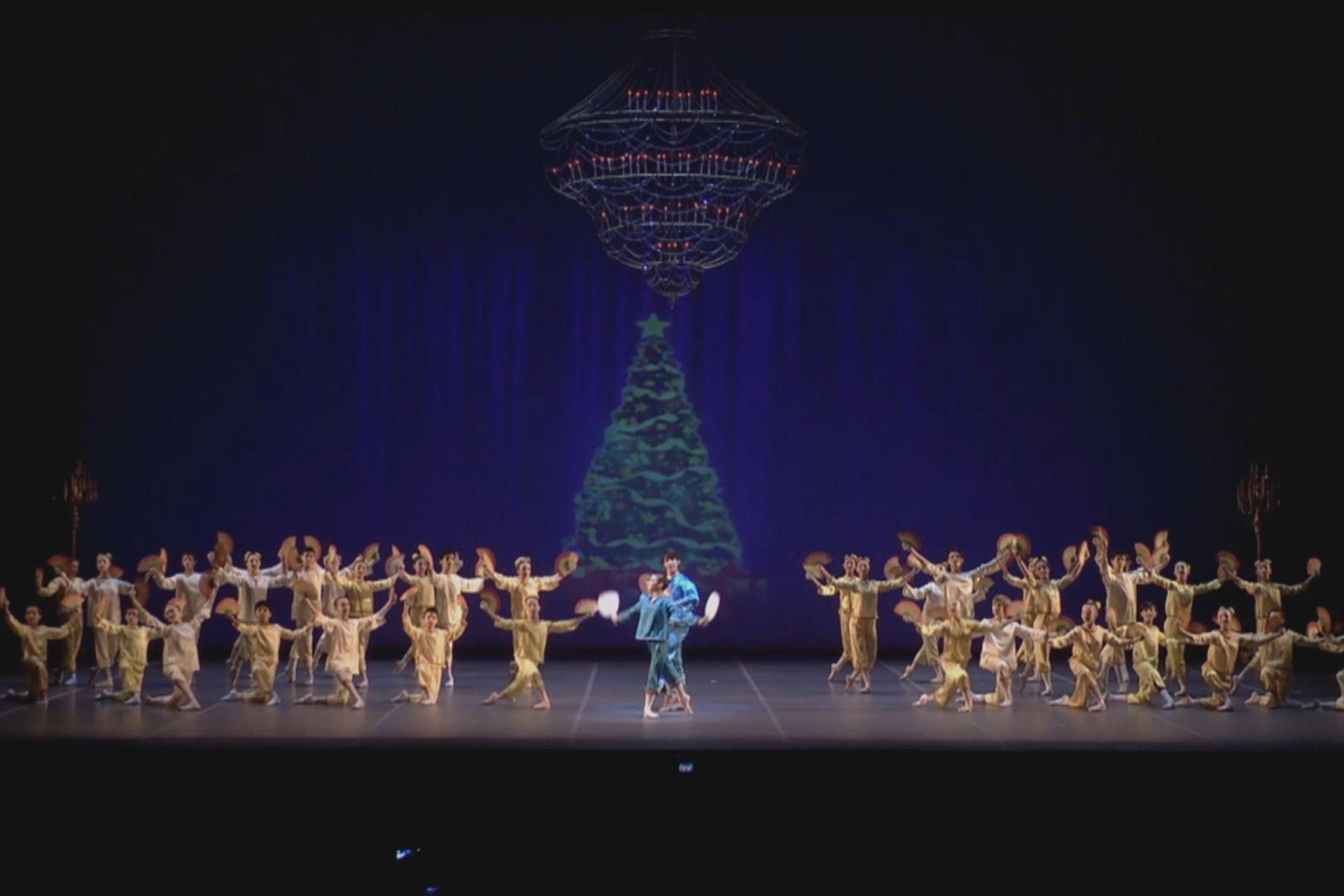 Desde mitad de año, los alumnos se preparan para la función de fin de año en el escenario del Teatro Colón