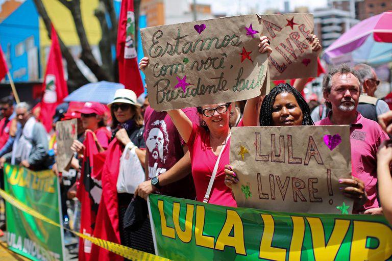 Lula salió por primera vez de la cárcel para enfrentar a la reemplazante de Moro