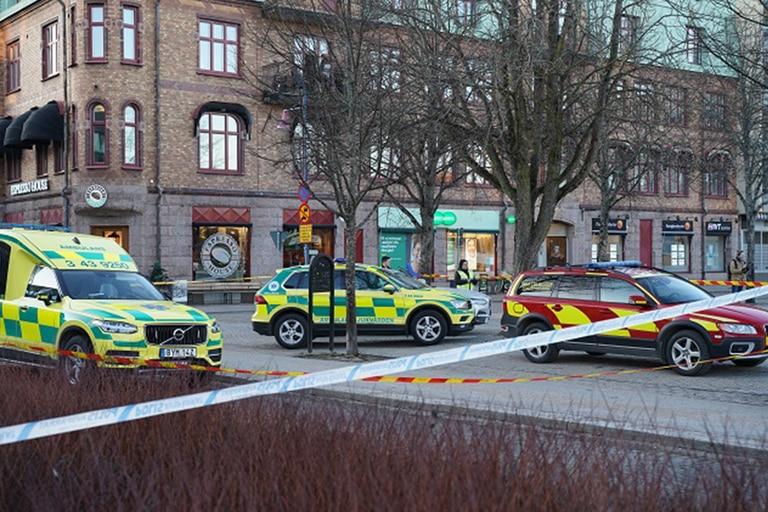 Al menos ocho personas han sido apuñaladas en un presunto ataque terrorista en Suecia