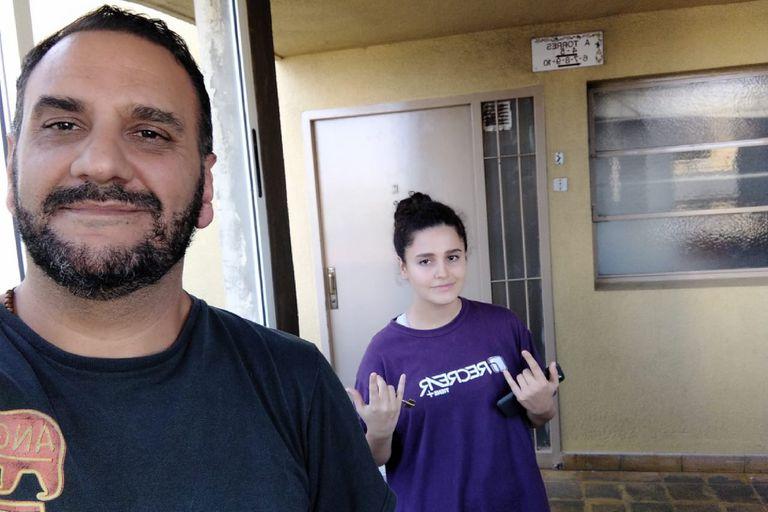 Diego Moreno recién ayer pudo acercarse hasta la casa que su hija comparte con la mamá a llevarles dinero