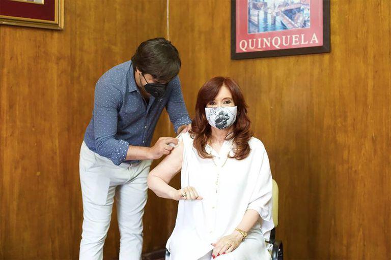 En enero, la vicepresidenta Cristina Kirchner recibió la primera dosis de la vacuna Sputnik V