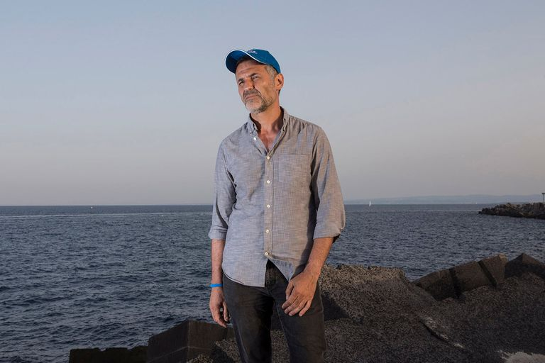 """Después del éxito de """"Cometas den el cielo"""", el afgano Khaled Hosseini escribió """"Súplica a la mar"""""""