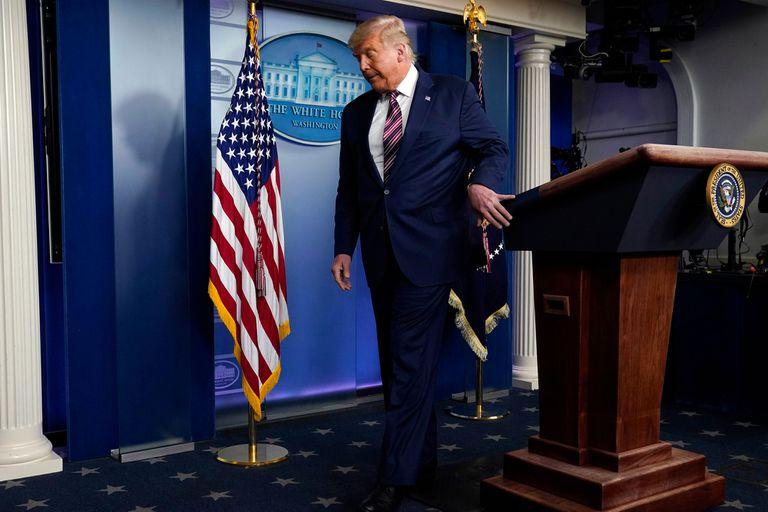 Ayer, Trump denunció fraude, se consideró el ganador de los estados clave y no respondió preguntas