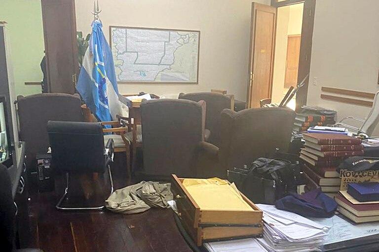 El año pasado, grupos antimineros hicieron destrozos en la Casa de Gobierno de Chubut, en el marco de una marcha contra la minería en la provincia