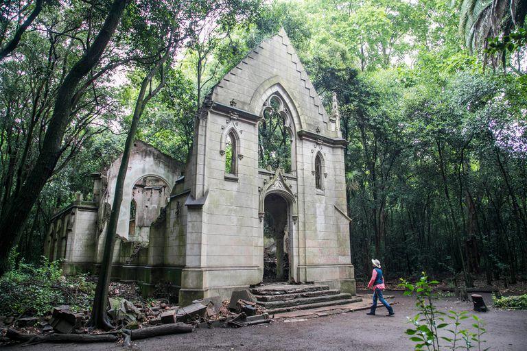 Montelén. Las misteriosas ruinas de una capilla neogótica a 20 km de Bragado