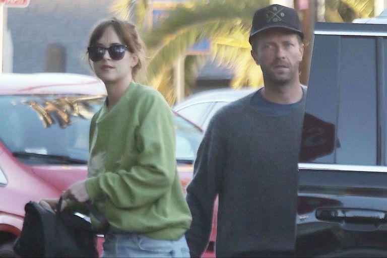 """Dakota Johnson, sobre su noviazgo con Chris Martin: """"Soy muy feliz"""""""