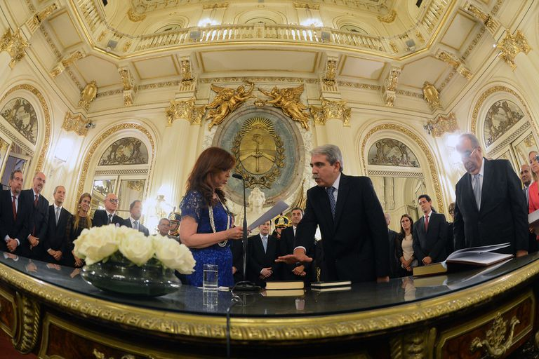 Cristina Kirchner le vuelve a tomar juramento como jefe de Gabinete a Aníbal Fernández, el 26 de febrero de 2015
