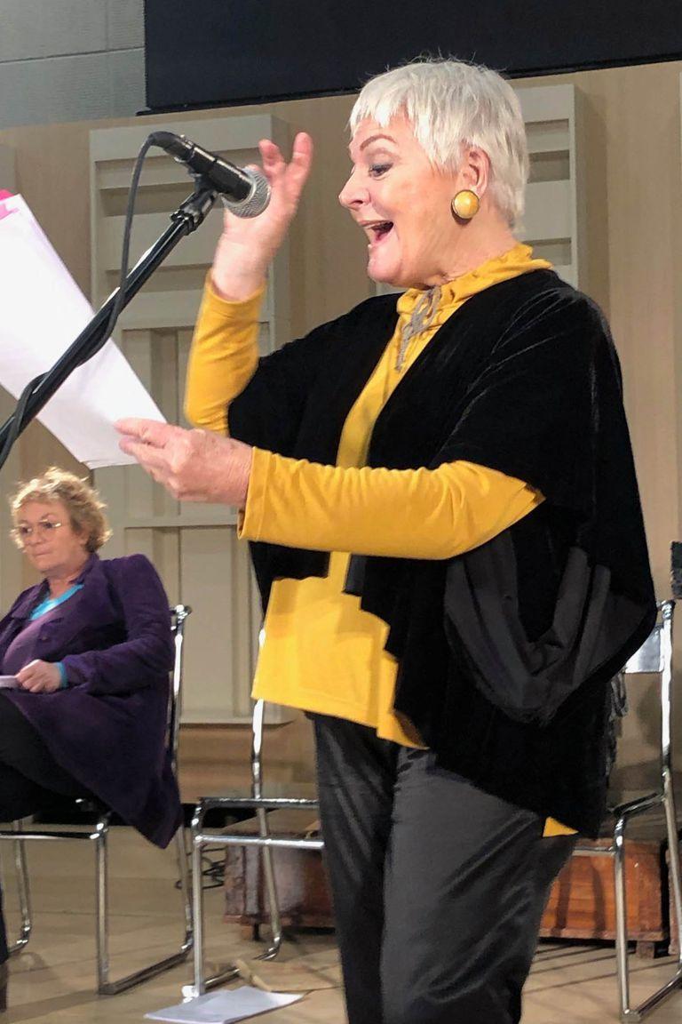 Claudia Lapacó, en Las dos carátulas, en Radio Nacional