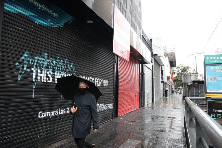 Cierre: entre la lluvia y las nuevas restricciones, la Ciudad está casi vacía
