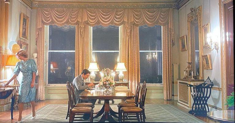 Una de las escenas de The Crown rodadas en Somerley House; la locación representa a la residencia real Highgrove