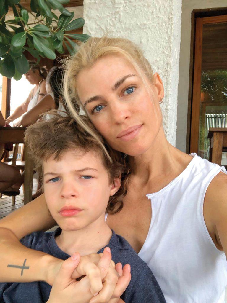 La modelo junto a su hijo Thiago (9), fruto de su relación de doce años con Pablo Cosentino, del que se separó a comienzos de 2019.