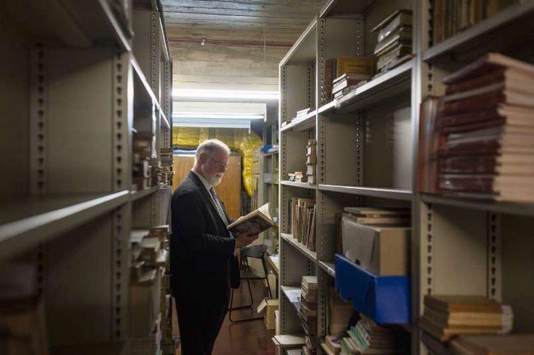 Desde el inicio de su gestión, Manguel había propuesto que la Biblioteca funcionara como biblioteca, es decir como un instrumento para los lectores
