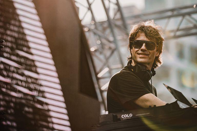 """""""Me pasaba de todo con las canciones"""", recuerda Cattaneo, de 56 años y 40 de DJ"""