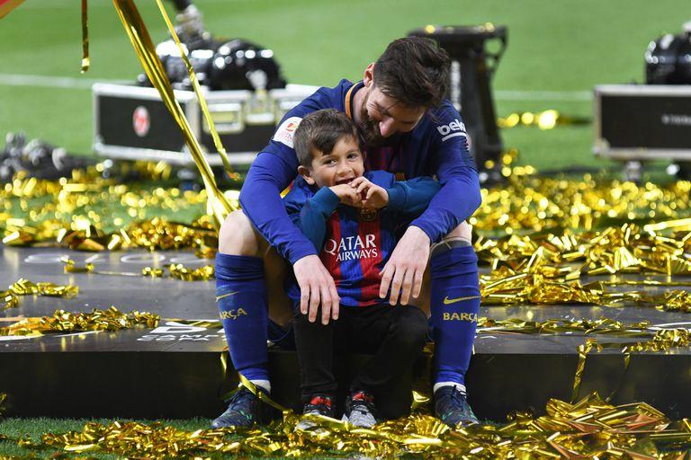 Messi y Thiago, juntos en el festejo.