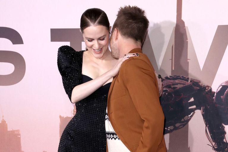 Buenas migas: Aaron Paul junto a su compañera de elenco en Westworld, Evan Rachel Wood