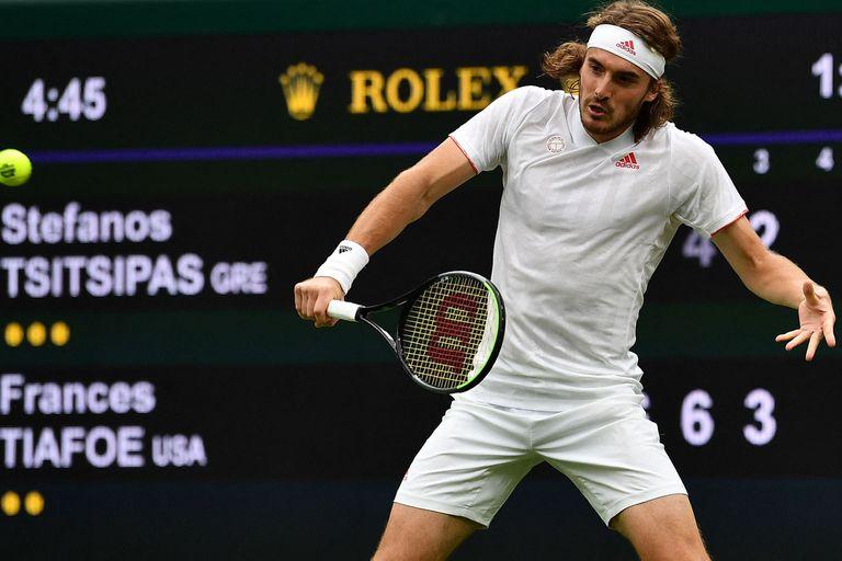 El griego Stefanos Tsitsipas, especialista en polvo de ladrillo, tuvo problemas para hacer pie en el césped de Wimbledon