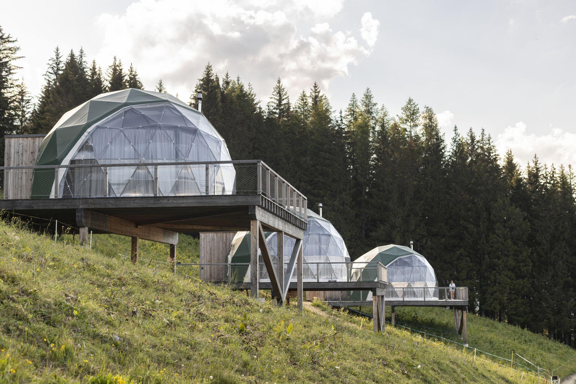 Whitepod, domos emplezadas en el Cantón de Valais, Suiza.
