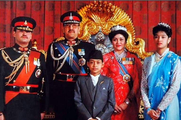 Amor, realeza y muerte: la masacre familiar que dinamitó la monarquía en Nepal